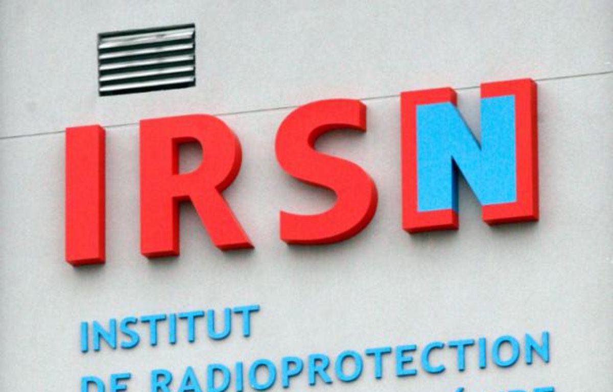 Vue extérieure d'un bâtiment arborant le logo de l'Institut de Radioprotection et de Sûreté Nucléaire, à Fontenay-aux-Roses, en banlieue parisienne, le 17 mars 2011 – THOMAS SAMSON AFP