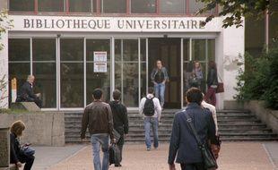 Les abords de la bibliothèque universitaire de l'université Rennes 2.