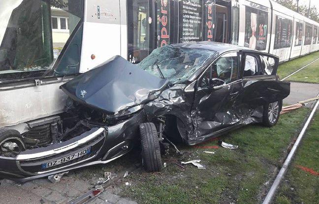 Strasbourg une voiture encastr e entre deux trams neudorf - Accident de voiture coup du lapin ...