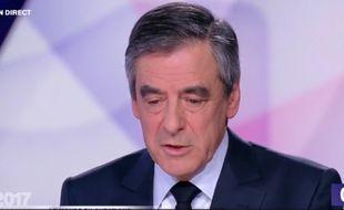 François Fillon, sur le plateau de « 15 minutes pour convaincre », le dernier grand rendez-vous des onze candidats avant l'élection, le 20 avril 2017.