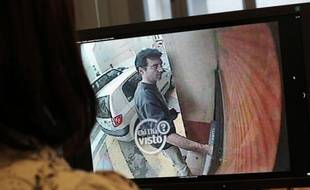 Une image de vidéo-surveillance montrant Xavier Dupont de Ligonnès, principal suspect de l'assassinat de sa femme et de leurs quatre enfants, en 2011 à Nantes.