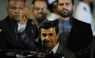 Le président iranien Mahmoud Ahmadinejad visite mercredi Cuba, troisième étape d'une tournée latino-américaine effectuée dans un contexte de tensions croissantes avec l'Occident autour de son programme atomique, le jour de l'assassinat à Téhéran d'un ingénieur nucléaire.