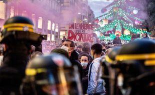 Lors d'une manifestation contre la Loi de sécurité globale, à Toulouse.
