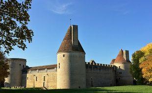 Le château de Posanges, en Côte-d'Or, (Illustration).