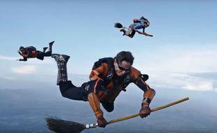 Une équipe de parachutistes professionnels a joué une partie de Quidditch en plein ciel.
