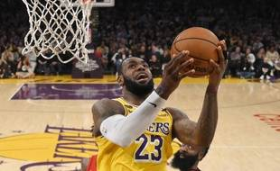 LeBron James face aux Rockets