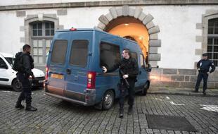 Un fourgon devant le palais de justice de Rennes.