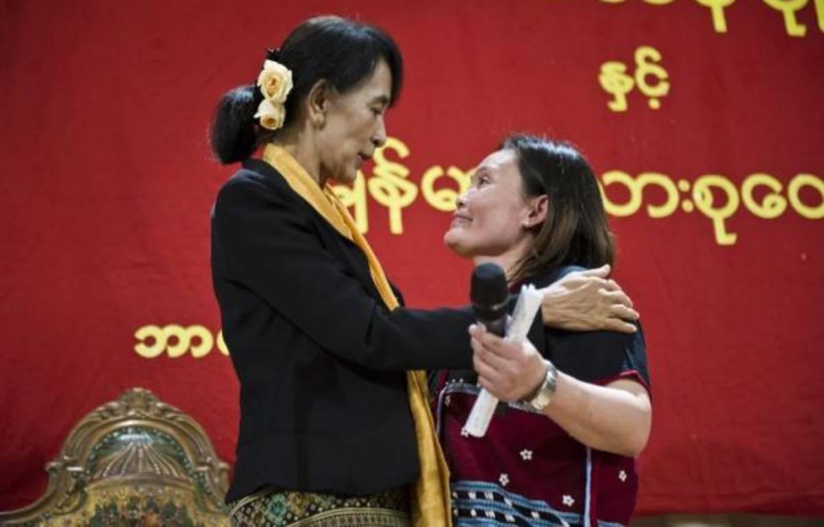 La chef de l'opposition birmane Aung San Suu Kyi a rencontré dimanche des ONG à Bergen, dans la région des fjords norvégiens, pour discuter de l'avenir de son pays engagé sur la voie de la démocratie, et notamment de la gestion des vastes ressources du pays. – Sean Meling Murray afp.com