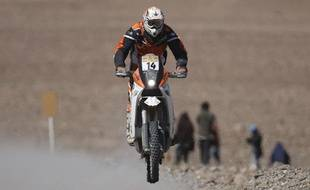 France's Alain Duclos rides his KTM during the tenth stage of the South American edition of the Dakar 2009 rally, from Copiapo to Copiapo, January 13, 2009. REUTERS/Ivan Alvarado (CHILE)