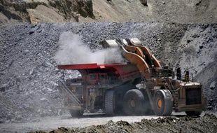 La compagnie minière publique chilienne Codelco, plus importante productrice de cuivre au monde, a annoncé jeudiune perte nette de 1,3 milliard de dollars en 2015 liée à des dépréciations d'actifs et à la chute des cours du métal rouge