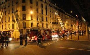 Le tribunal correctionnel de Paris a condamné jeudi à 60.000 euros d'amendes et à des centaines de milliers d'euros de dommages et intérêts une association et une entreprise en bâtiment pour l'incendie en 2005 d'un immeuble parisien vétuste, qui avait fait 17 morts dont 14 enfants.