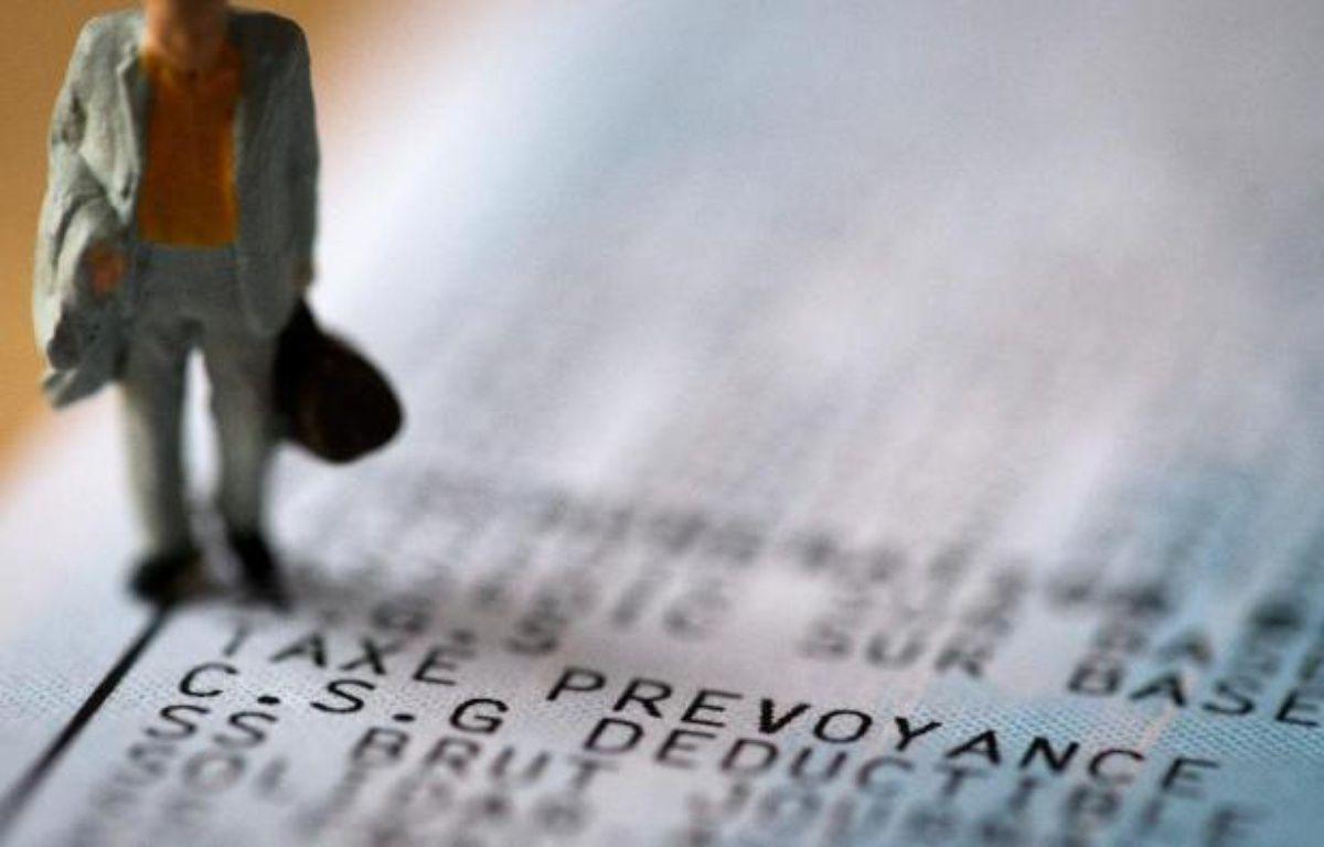 Une figurine sur un bulletin de salaire mentionnant la CSG – Joel Saget AFP