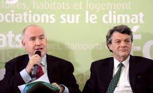 """Le secrétaire d'Etat aux Transports sortant, Dominique Bussereau, a estimé lundi que la majorité présidentielle avait """"besoin de Jean-Louis Borloo"""" et jugé """"respectable"""" la décision de l'ex-ministre de l'Ecologie de quitter le gouvernement ."""