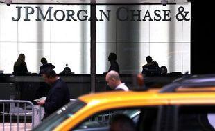 """JPMorgan serait en passe de verser près de 6 milliards de dollars à un groupe d'investisseurs qui estiment avoir été lésés par les crédits immobiliers à risque (""""subprime""""), selon des informations de presse parues mardi."""