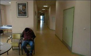 Le gouvernement s'apprête à annoncer mardi ses grandes priorités dans le domaine de la santé mentale, alors que l'arrestation à Bordeaux d'un malade mental soupçonné d'avoir tué sa mère lors d'une permission de sortie vient replacer la psychiatrie sur le devant de la scène.