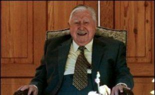 L'ancien dictateur chilien Augusto Pinochet a eu une crise cardiaque et a été emmené d'urgence à l'hôpital militaire dimanche à l'aube, a indiqué le porte-parole de la famille, le général Guillermo Garin.