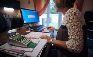 Illustration d'une consultation chez un médecin généraliste en Essonne, le 9 septembre 2011. Carte vitale