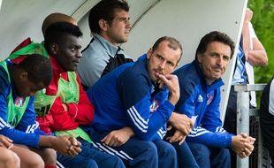 Sébastien Mignotte (au centre) entraîne l'équipe de Luzenac en DHR.