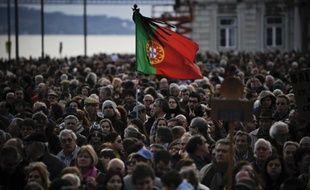 L'économie portugaise devrait se contracter de 2,3% cette année en raison d'une forte chute de la demande intérieure et d'un essoufflement des exportations, selon les prévisions publiées mardi par la Banque du Portugal, qui tablait précédemment sur un recul du produit intérieur brut de 1,9%.