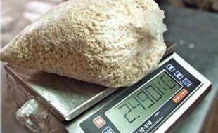 """Une Française de 28 ans, Jessica Briffault, a été interpellée mardi à l'aéroport de Sao Paulo en possession de 9 kg de cocaïne, a indiqué dimanche à l'AFP son père, pour qui elle a été """"piégée"""" par la promesse d'un voyage gratuit au Brésil"""