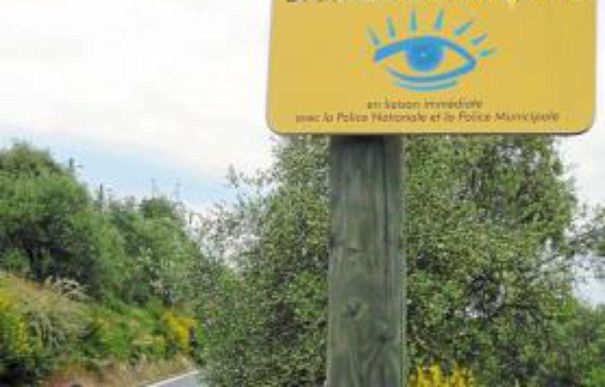 Dans chaque quartier concerné, un panneau « Voisins vigilants » est apposé. –  M. FRENOIS / ANP