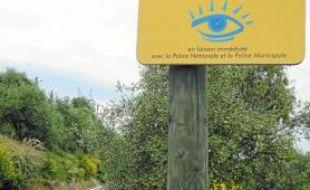 Dans chaque quartier concerné, un panneau « Voisins vigilants » est apposé.