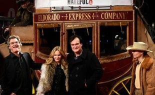 """Le réalisateur Quentin Tarantino (2eD) et les acteurs Jennifer Jason Leigh et Kurt Russell (g) lors de l'avant-première des """"Huit Salopards"""" à Berlin, le 26 janvier 2016"""