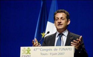 """Après avoir assuré, samedi à Tours au 47è congrès de l'Unapei (associations de proches de handicapés), qu'il rendrait """"opposable le droit de tout enfant handicapé d'être scolarisé dans l'école de son quartier"""", Nicolas Sarkozy consacrera son lundi à l'éducation."""
