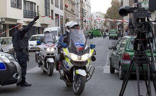 Arrivée des policiers rue de Charonne dans le 11ème arrondissement de Paris.