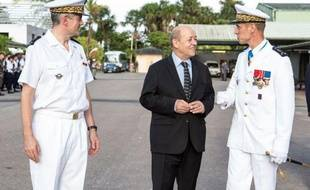 """Le ministre de la Défense, Jean-Yves Le Drian, a annoncé mercredi soir un renforcement du dispositif permettant de déceler les """"blessures psychiques"""" chez les soldats français qui rentrent notamment d'Afghanistan."""