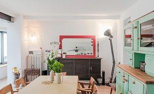 L'astuce la plus simple, bien connue des décorateurs, est de confronter du mobilier de styles et d'époques différents.