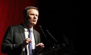"""Le président de Debout la République (DLR), Nicolas Dupont-Aignan, a promis dimanche qu'il serait candidat à la présidentielle de 2012, comme défenseur de la """"souveraineté"""" de la France avec comme priorités la sortie de l'euro et le rétablissement des frontières."""