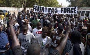 Des membres du mouvement anti-gouvernement «Y En A Marre» lors d'une manifestation contre Abdoulaye Wade àl  Dakar, au Sénégal, le 27 janvier 2012.