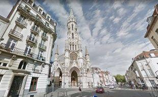 Onze vitraux de l'église du Sacré-Cœur, menacée, sont classés monument historique.