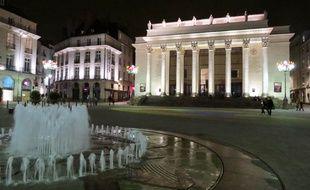 La place Graslin, sa fontaine et son théâtre, Nantes.