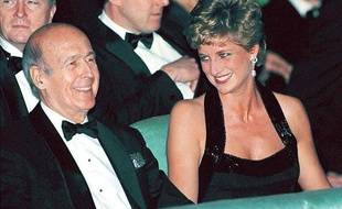 Valéry Giscard d'Estaing et Lady Di, de passage à Paris, le 28 novembre 1994.