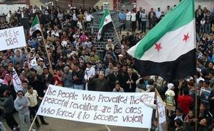 """Le régime syrien a intensifié vendredi ses opérations militaires contre les villes rebelles malgré sa promesse de faire réussir la dernière mission de paix, suscitant l'impatience de l'émissaire international Kofi Annan qui a demandé un cessez-le-feu """"immédiat""""."""