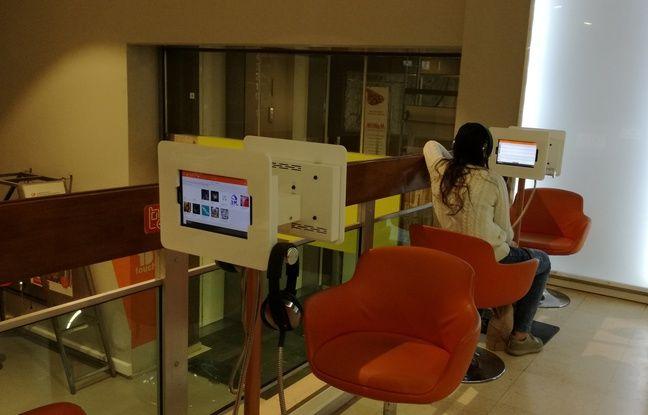 Le 6 mars 2018. A la bibliothèque municipale de Lyon, le public ne vient pas uniquement pour lire, mais également pour découvrir des titres musicaux, emprunter des oeuvres d'art ou participer à des animations culturelles.