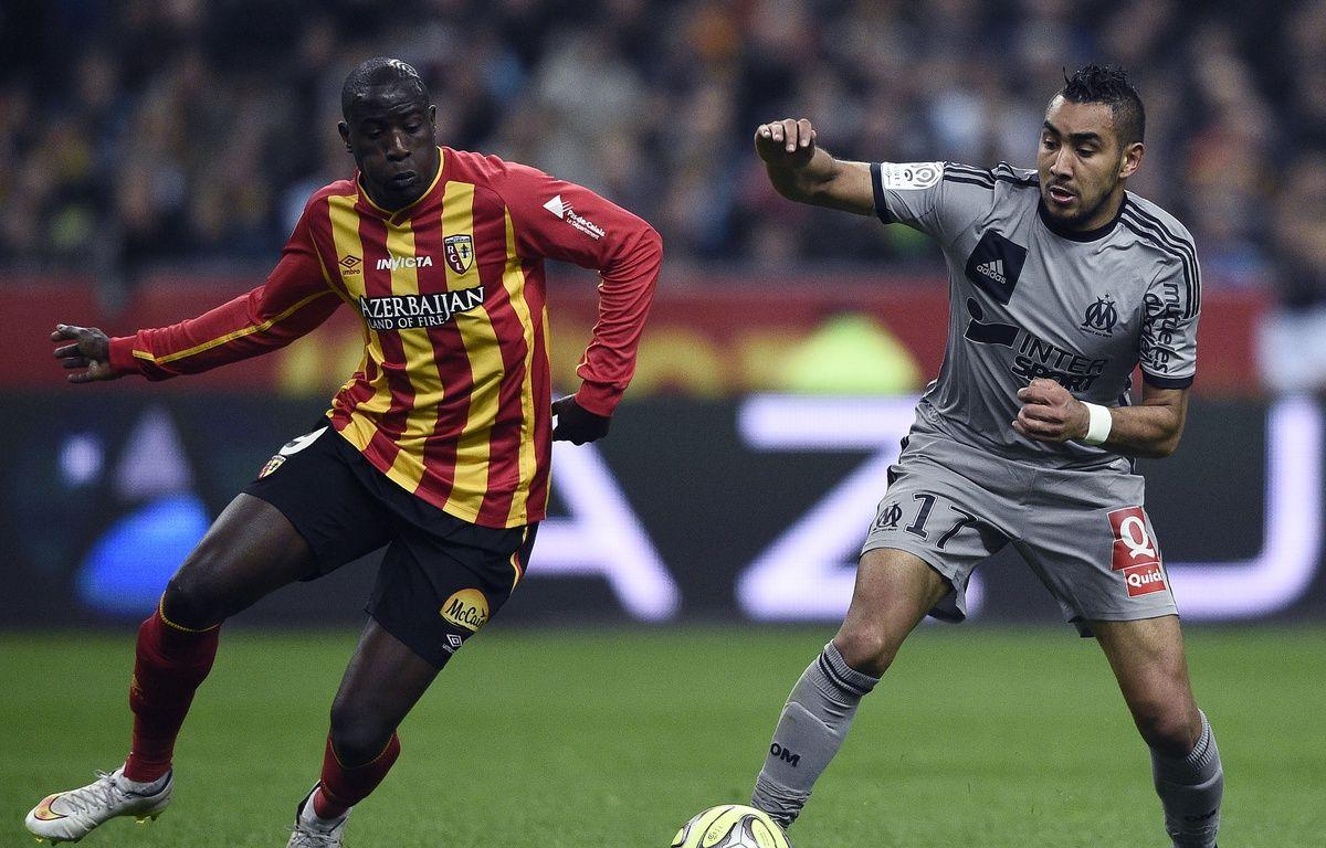 Dimitri Payet à la lutte avec Adamo Coulibaly au stade de France, lors de Lens-OM le 22 mars 2015. – FRANCK FIFE / AFP