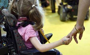 Une fillette handicapée lors de la préparation du 28è téléthon le 13 septembre 2014 à la Cité des Sciences à Paris