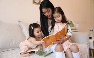 Hélène, 24 ans, et ses filles Naya (1 an) et Lyna (2,5 ans).