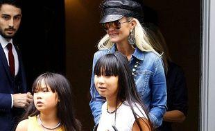 Laeticia Hallyday et ses deux filles Jade et Joy.