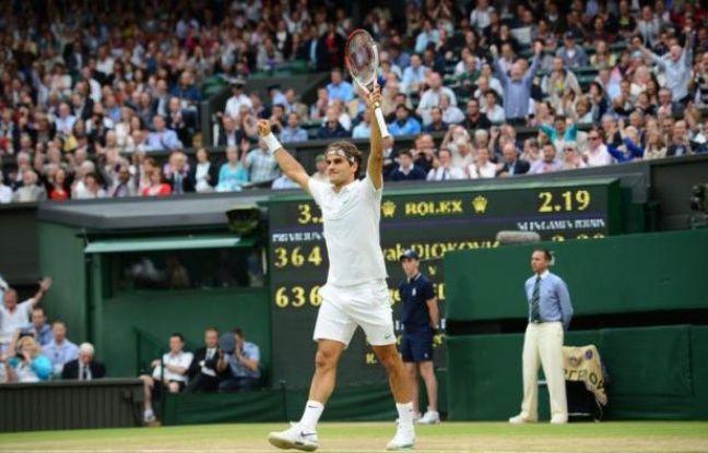 Roger Federer jouera sa huitième finale de Wimbledon, un record, grâce à sa victoire sur le Serbe Novak Djokovic en quatre sets 6-3, 3-6, 6-4, 6-3, samedi