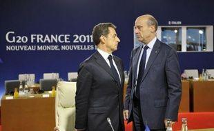 """Alain Juppé a demandé samedi à Bordeaux à ce """"qu'on réfléchisse"""" à une hausse éventuelle de la TVA dans la restauration et les travaux de rénovation de logement, alors que le gouvernement pourrait annoncer lundi de telles mesures dans le cadre d'un nouveau plan de rigueur."""