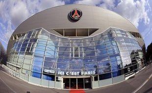 Un établissement bancaire qatari serait en négociations avancées avec le club autour d'un contrat de sponsoring au montant d'environ 100 millions d'euros par saison