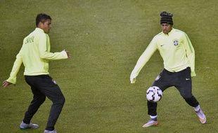 Thiago Silva et Neymar auraient, d'après Marcelo Djian, pu être réunis sous le maillot de l'OL.