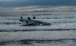L'ULM d'un homme de 75 ans s'est échoué près d'une plage. Il a pu regagner le rivage à la nage.