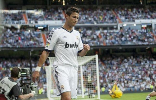 """L'attaquant portugais du Real Madrid Cristiano Ronaldo affirme ne pas être préoccupé par son contrat, répétant que sa """"tristesse"""" exprimée ces derniers jours n'est pas liée à des questions d'argent, dans un message publié mercredi soir sur son compte Facebook."""