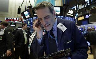 Un trader à Wall Street, alors que le Dow Jones a perdu près de 5%, le 5 février 2018.