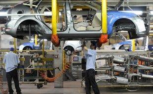La Chine, premier marché automobile du monde, va limiter les investissements des constructeurs automobiles étrangers pour encourager son industrie nationale, a indiqué jeudi l'agence Chine nouvelle.